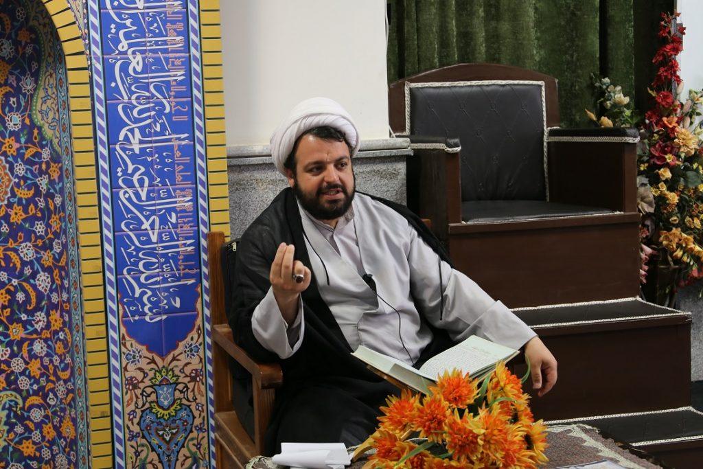 جلسه تفسیر ، بیان احکام و اقامه نماز در مرکز آموزشی و فرهنگی سما کرج