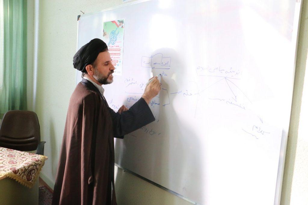 نشست گفتمان انقلاب اسلامی به مناسبت سالروز پیروزی انقلاب اسلامی